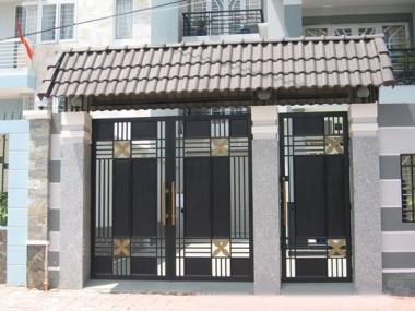 Cữa cổng nhà phố Mau_cong_sat_ngoai_san