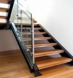 Cầu thang kính gỗ